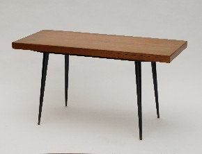 Table with extending plates